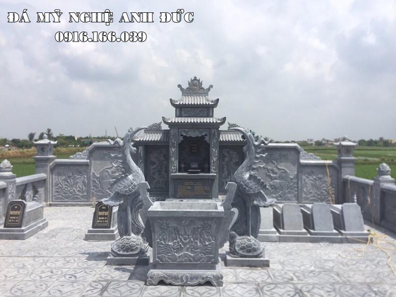 Mau Lang mo da DEP voi Doi Hac Phong thuy va Tam linh - Với Lăng thờ đá cánh phong hai mái và bức hậu bành trạm khắc bức tranh rất cao cấp, khác biệt.